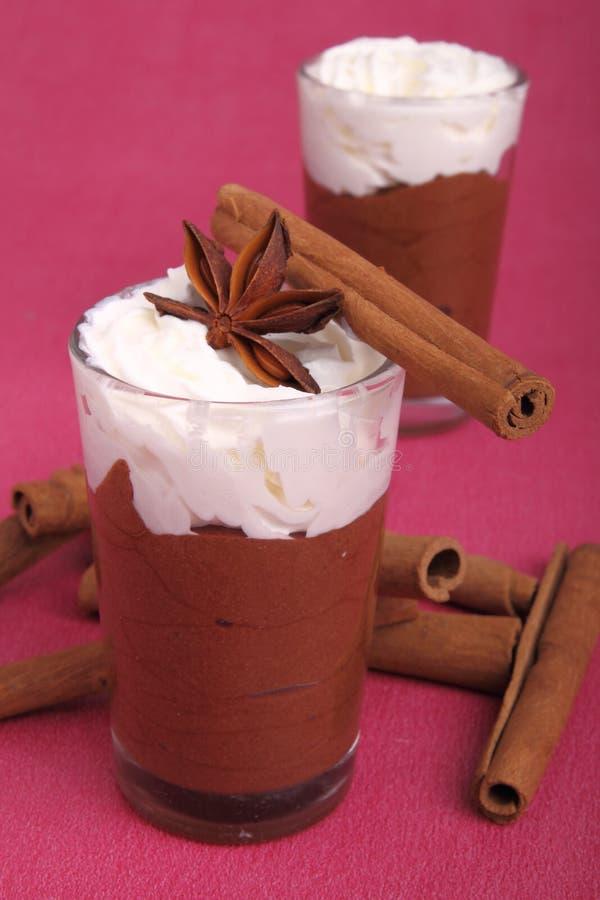 Schokoladencreme und gepeitscht stockfoto