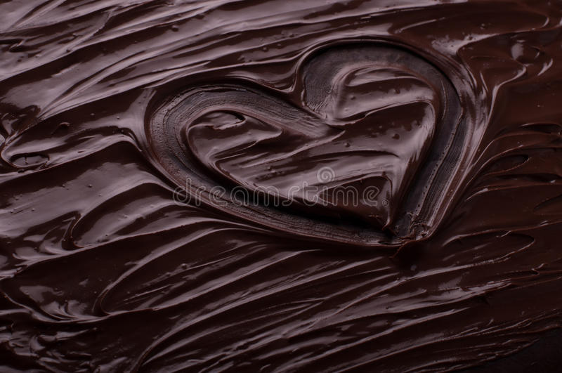Schokoladenhintergrund bewegt das Herz wellenartig, das Konzept - geschmolzenes choco kocht lizenzfreies stockfoto