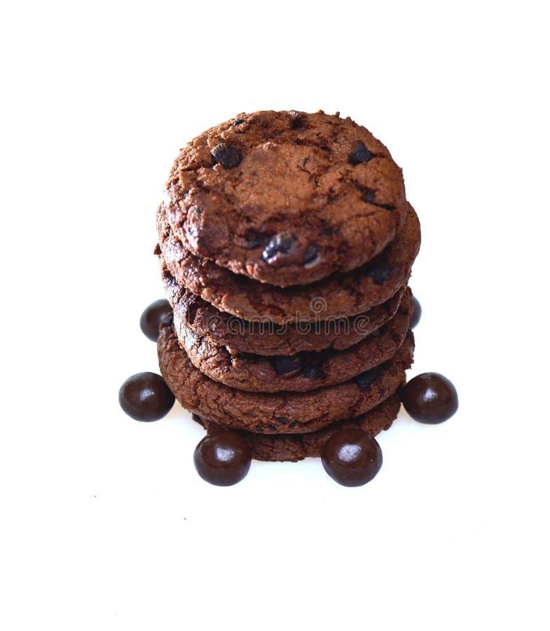 Schokoladenkekse plus die Rosinen, rund mit einer rauen Beschaffenheit stockbilder