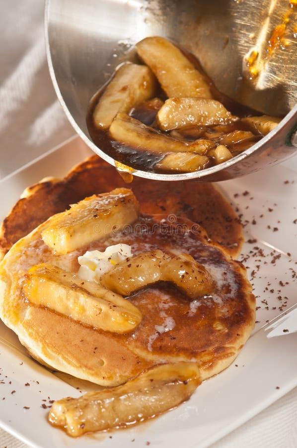 Download Schokoladenklumpenpfannkuchen Mit Bananen Stockfoto - Bild von klumpen, puder: 96935264