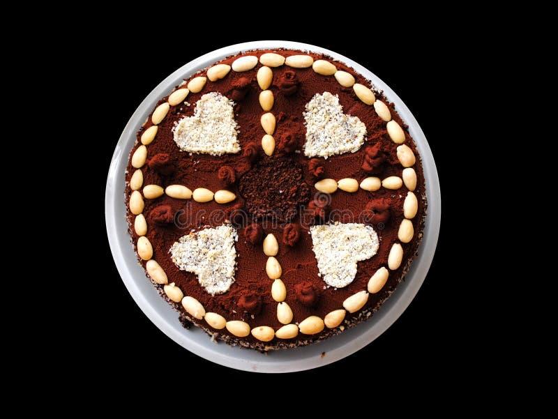 Schokoladenkuchen mit Herzen auf Platte lizenzfreie stockbilder