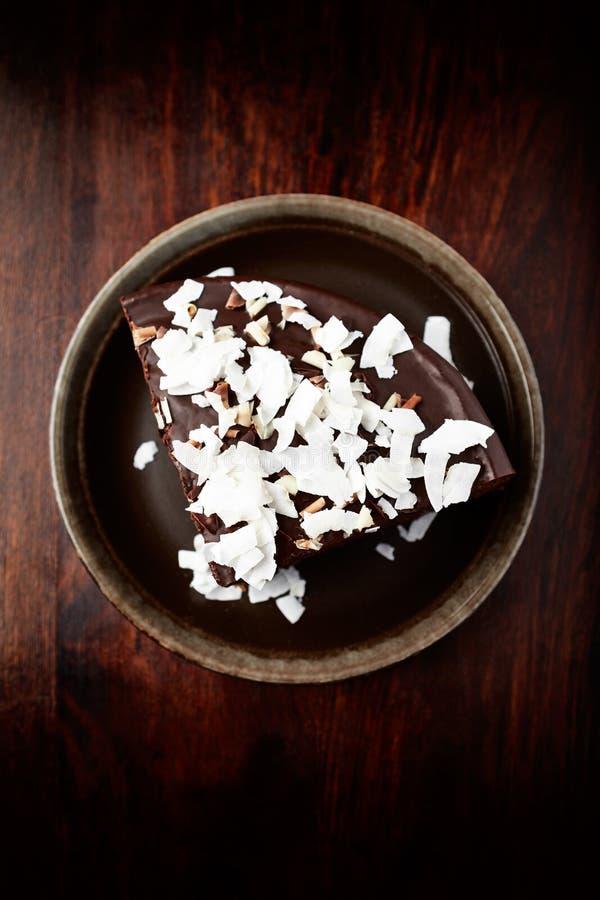 Schokoladenkuchen mit Kokosnuss stockfotos