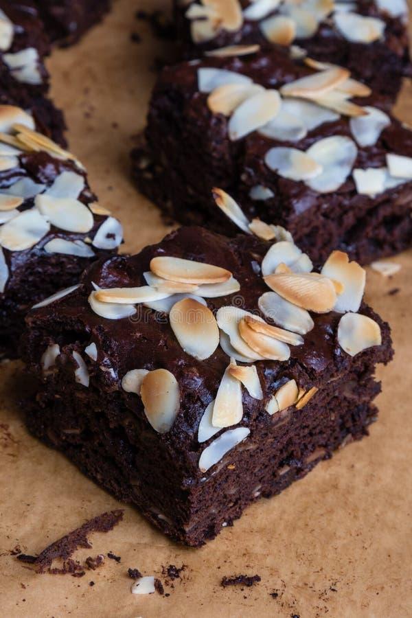 Schokoladenkuchen mit Mandel stockfotos