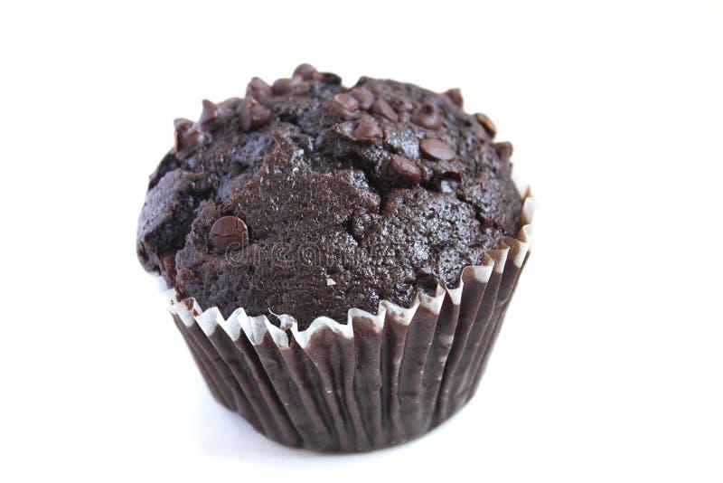 Schokoladenmuffin getrennt auf Weiß lizenzfreies stockfoto