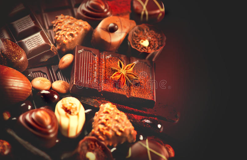 Schokoladenpralinen-Hintergrundnahaufnahme lizenzfreies stockfoto