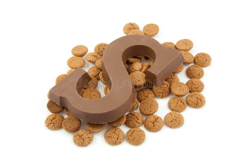 Schokoladenzeichen S und Ingwermuttern für Sinterklaas stockfoto