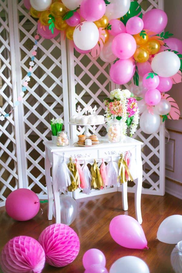 Schokoriegel in den rosa Farben für eine Kind-` s Partei stockfotografie