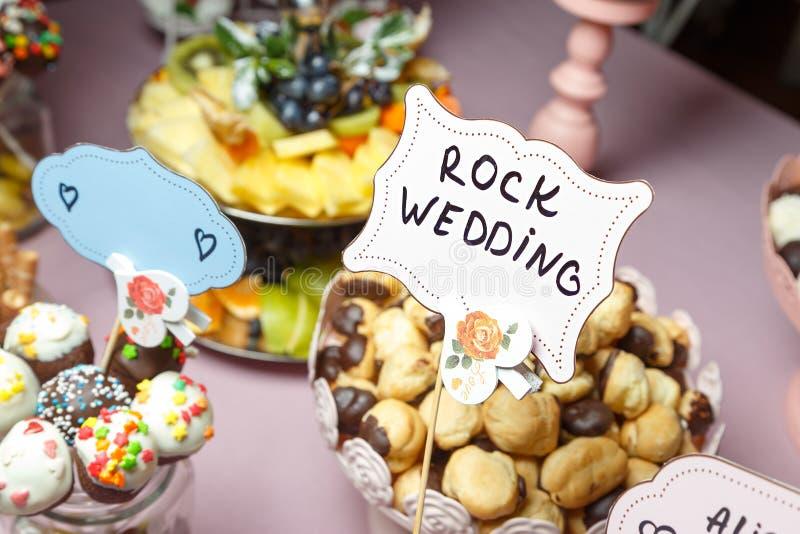 Schokoriegel an einer Hochzeit lizenzfreie stockfotos