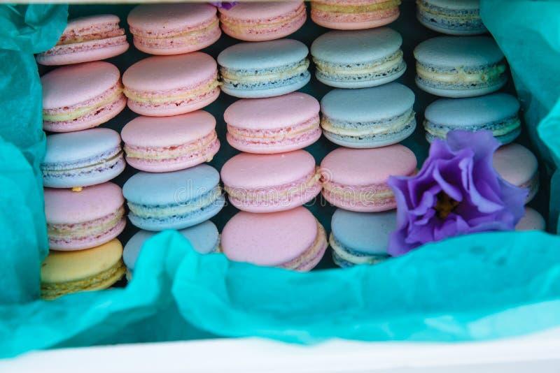 Schokoriegel Tabelle mit Bonbons, Süßigkeiten, Nachtisch lizenzfreie stockbilder