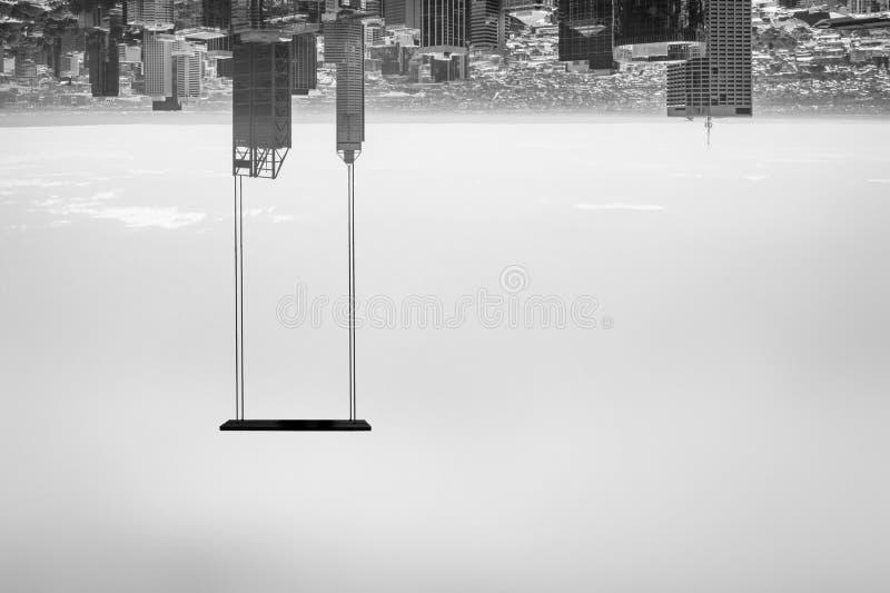 Schommeling in een stad gedraaide bovenkant - neer stock fotografie