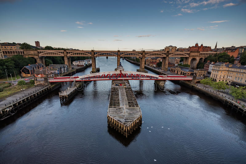Schommelingsbrug in Newcastle op de Tyne het UK stock afbeelding