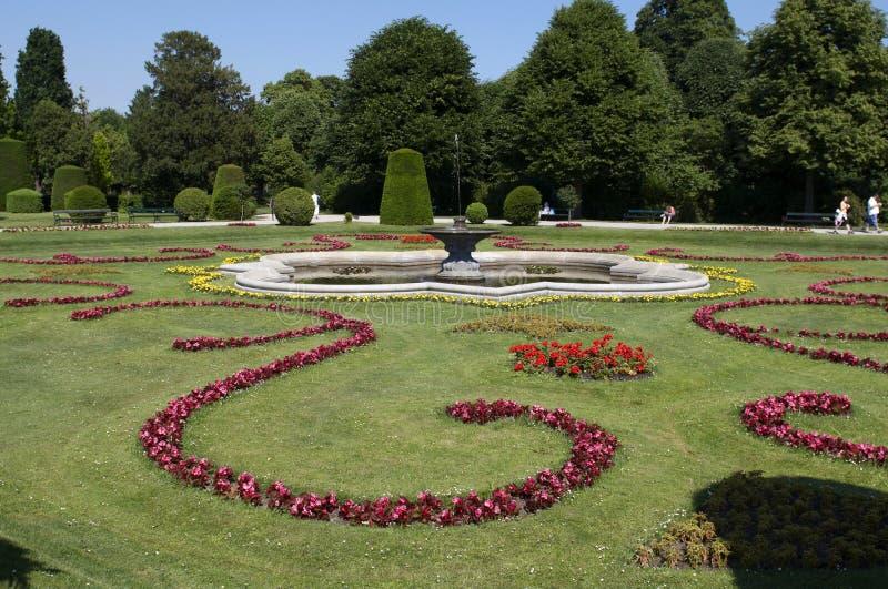 schonbrunn för liggandeslottpark royaltyfri foto