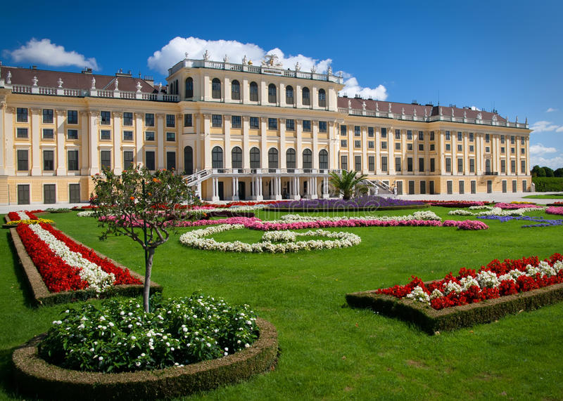 Download Schonbrunn Palace stock photo. Image of summer, austria - 20706094