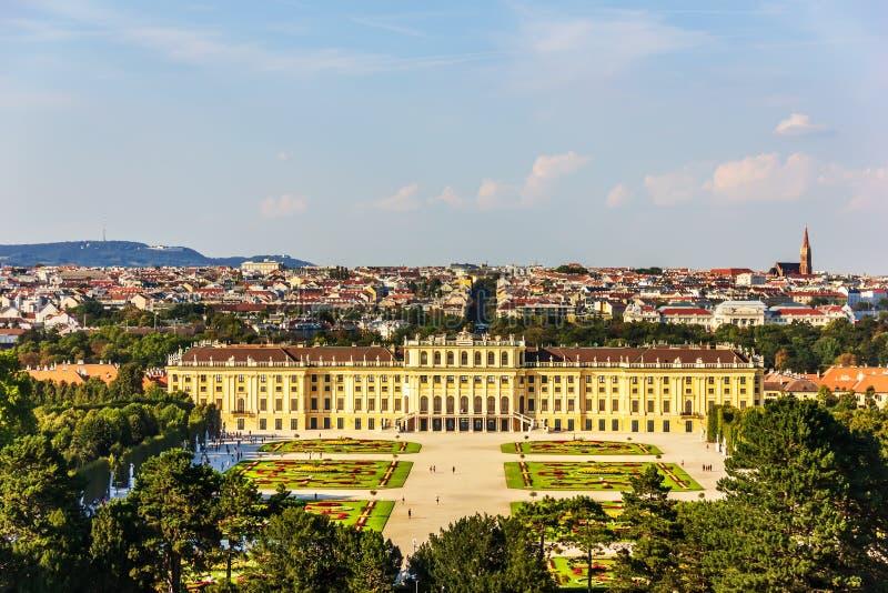 Schonbrunn-Palast in Wien, volle Vogelperspektive lizenzfreies stockfoto