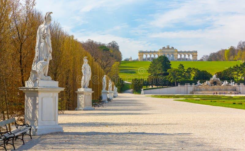 Schonbrunn slottträdgårdar i Wien royaltyfri fotografi