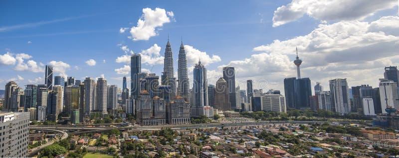 Schone Blauwe hemel tweelingtorens Maleisië Kuala Lumpur royalty-vrije stock foto's