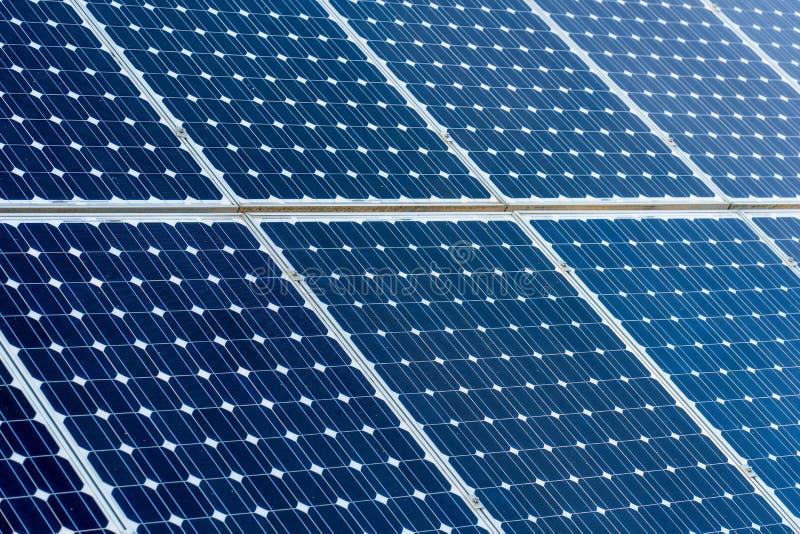 Schone energie photovoltaic panelen, detail van zonnepanelen royalty-vrije stock foto's