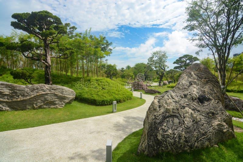 Schone, gemodelleerde weg bij Tuinen door de Baai in Singapore royalty-vrije stock afbeelding
