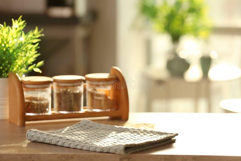 Schone keukenhanddoek stock afbeeldingen