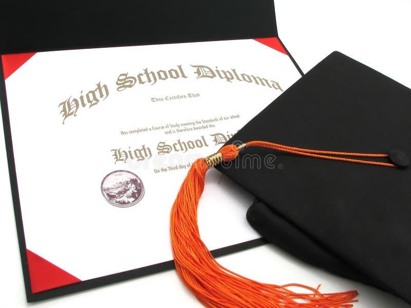 School-Diplom mit Schutzkappe und Troddel lizenzfreie stockbilder