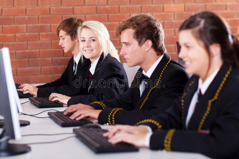 School-Kursteilnehmercomputer stockbilder