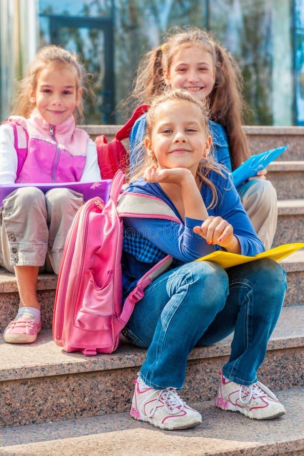 School verouderde meisjes stock foto's