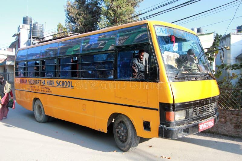 Schoolbus in Katmandu royalty-vrije stock foto's