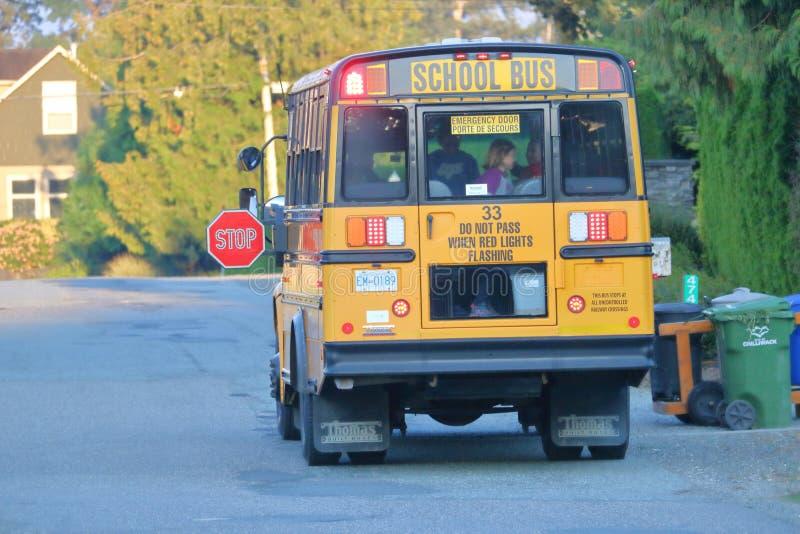 Schoolbus in Landelijk Canada stock afbeeldingen