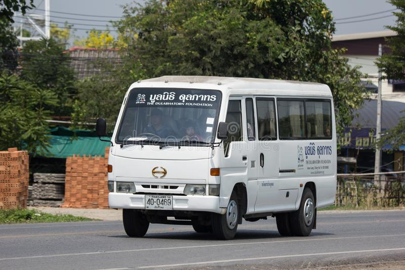 Schoolbus van de Dulabhatorn-Stichting stock foto
