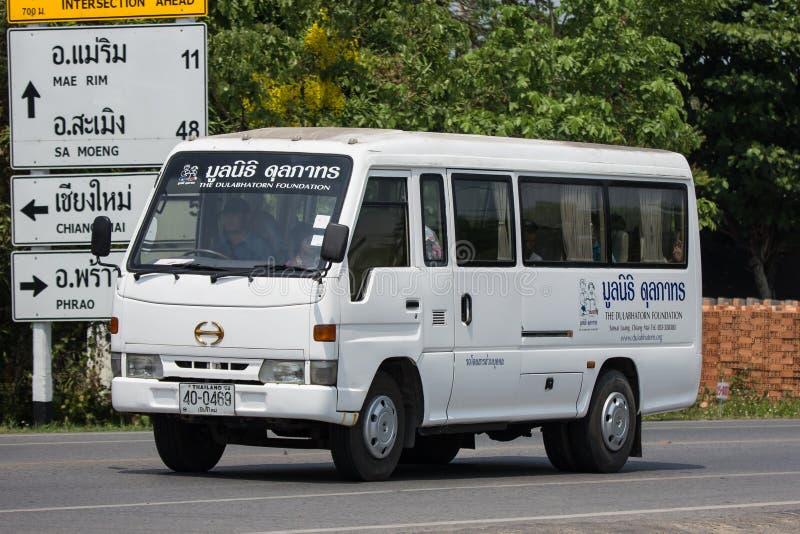 Schoolbus van de Dulabhatorn-Stichting stock afbeeldingen