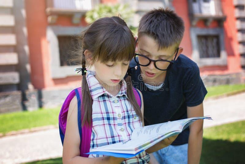 schoolchildren Conceito da instrução fotografia de stock