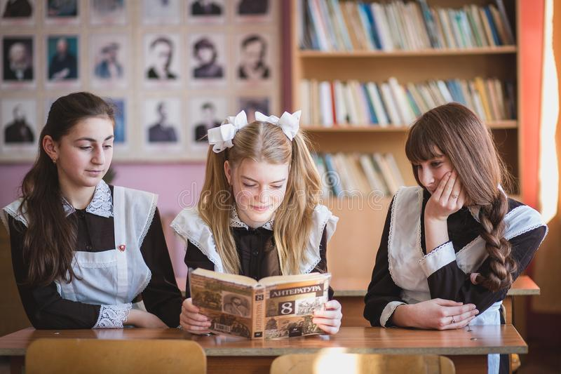 schoolgirls lizenzfreie stockfotografie