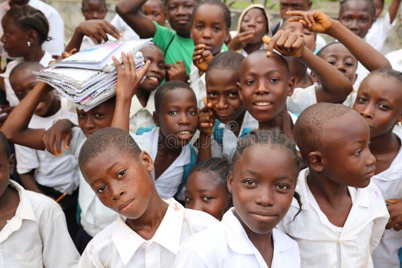 Schooljonge geitjes stock fotografie