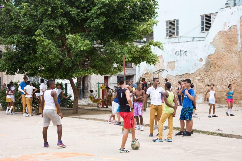 Schooljonge geitjes, Cuba royalty-vrije stock foto's