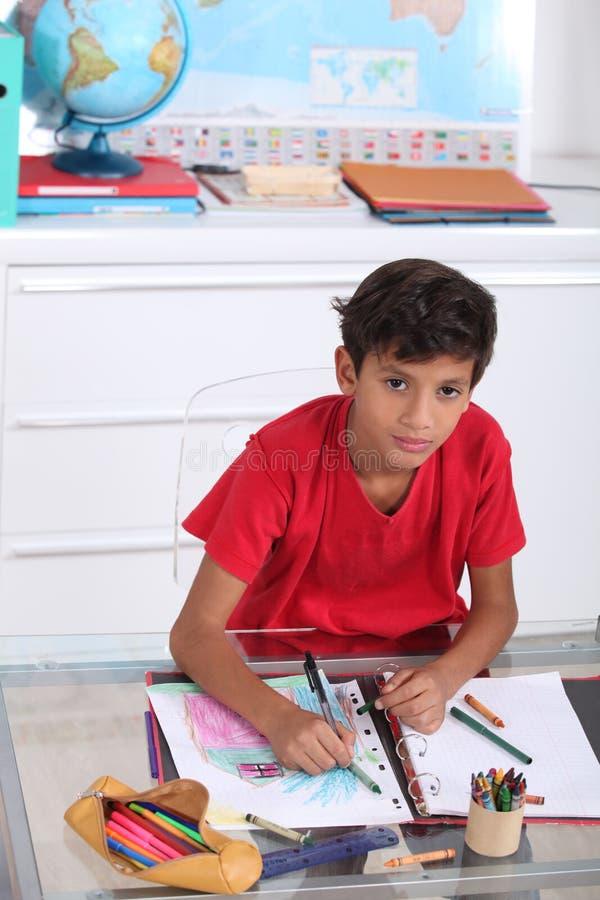Schooljongen in klasse royalty-vrije stock fotografie