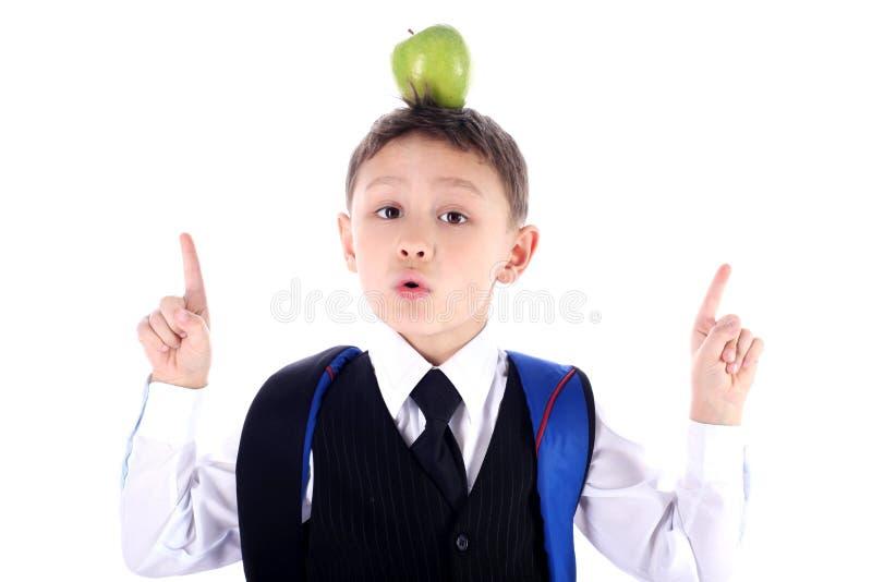 Schooljongen met appel stock afbeelding