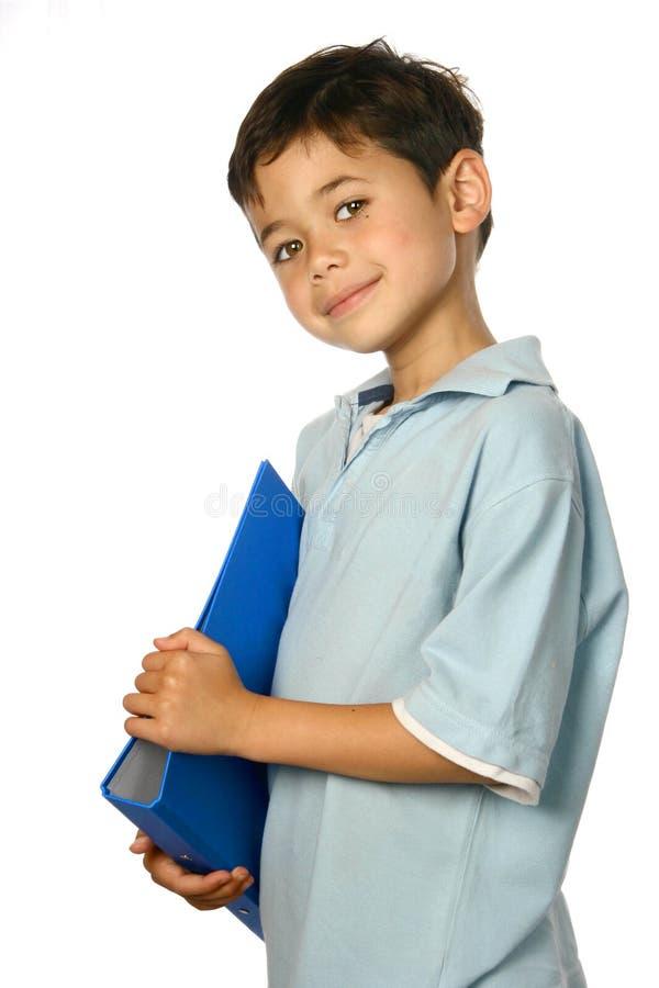 Schooljongen met blauwe omslag, stock afbeelding