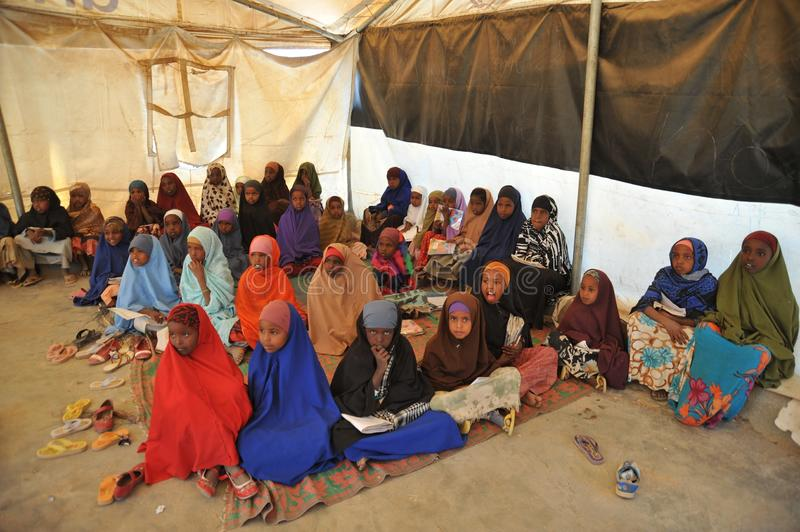 Schoolkamp voor Afrikaanse vluchtelingen op de rand van Hargeisa stock fotografie
