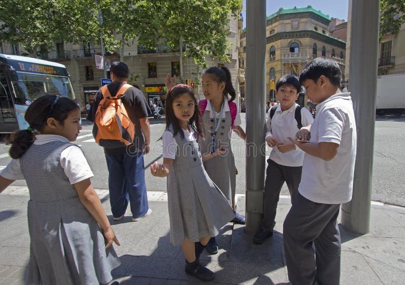 Schoolkids в Барселоне стоковая фотография rf