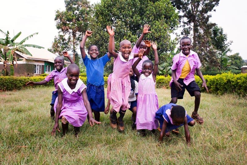 Schoolkinderen dichtbij Jinja in Oeganda royalty-vrije stock afbeelding