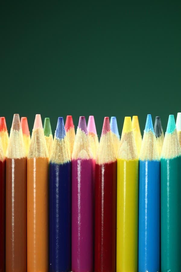 Schoolkleurpotloden met Extreme Diepte van Gebied stock afbeeldingen