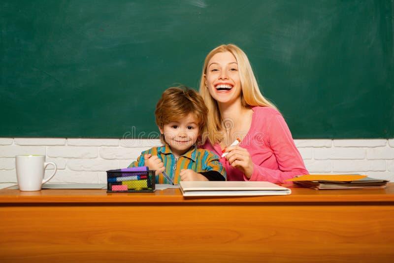 Schoolkleuterschool en ontwikkeling Het ontwikkelen van talenten en vaardigheden Kinderverzorging en het ontwikkelen zich Peuterv royalty-vrije stock afbeelding