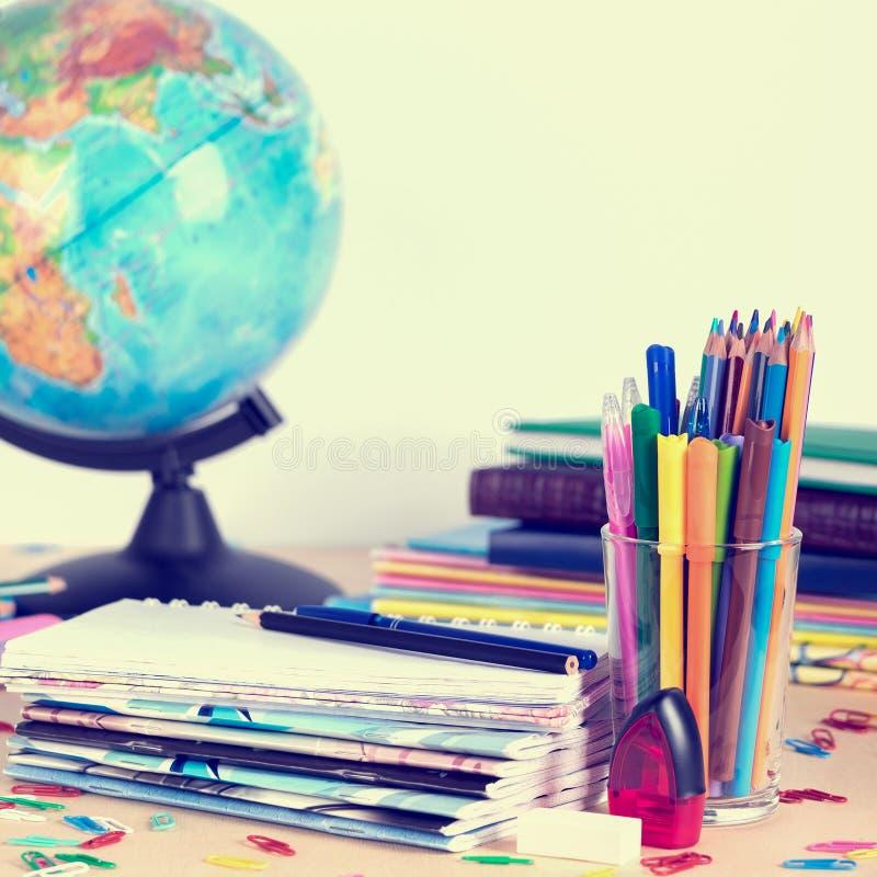 Schoollevering op bordachtergrond met exemplaarruimte toning royalty-vrije stock afbeelding