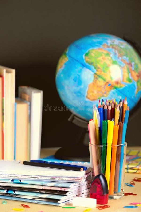 Schoollevering op bordachtergrond met exemplaarruimte toning royalty-vrije stock fotografie