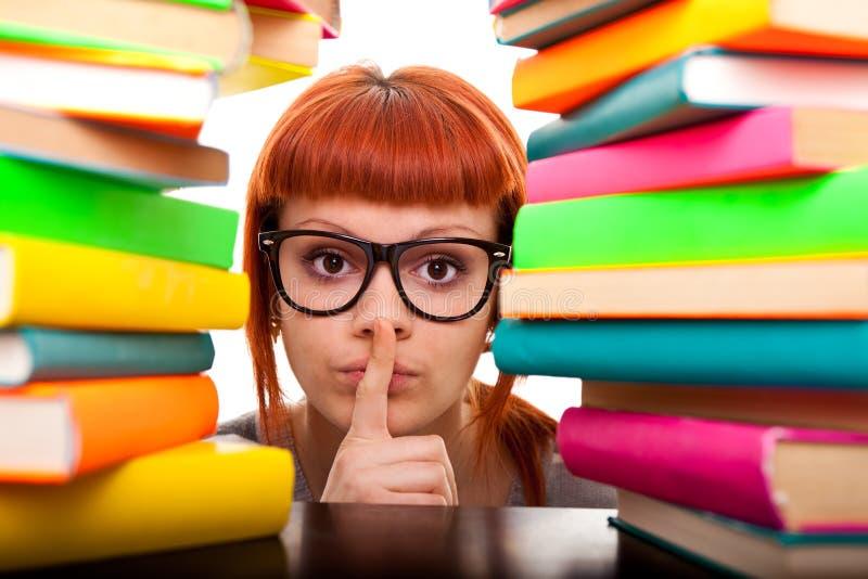 Schoolmeisje dat shh? toont stock afbeeldingen