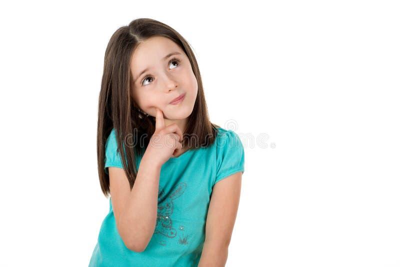 Schoolmeisje die omhoog denkend het zoeken van aanwijzingen of ideeën kijken stock afbeelding