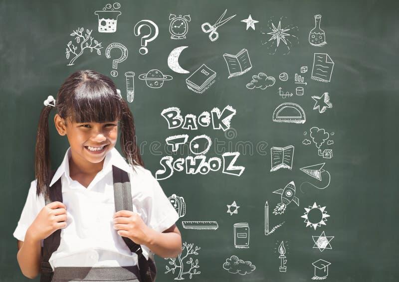 Schoolmeisje en terug naar schoolonderwijs die op bord voor school trekken royalty-vrije stock afbeeldingen