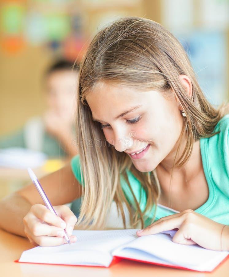 Schoolmeisje het Schrijven royalty-vrije stock fotografie