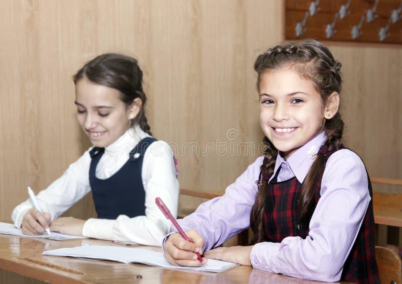 Schoolmeisje het schrijven stock fotografie
