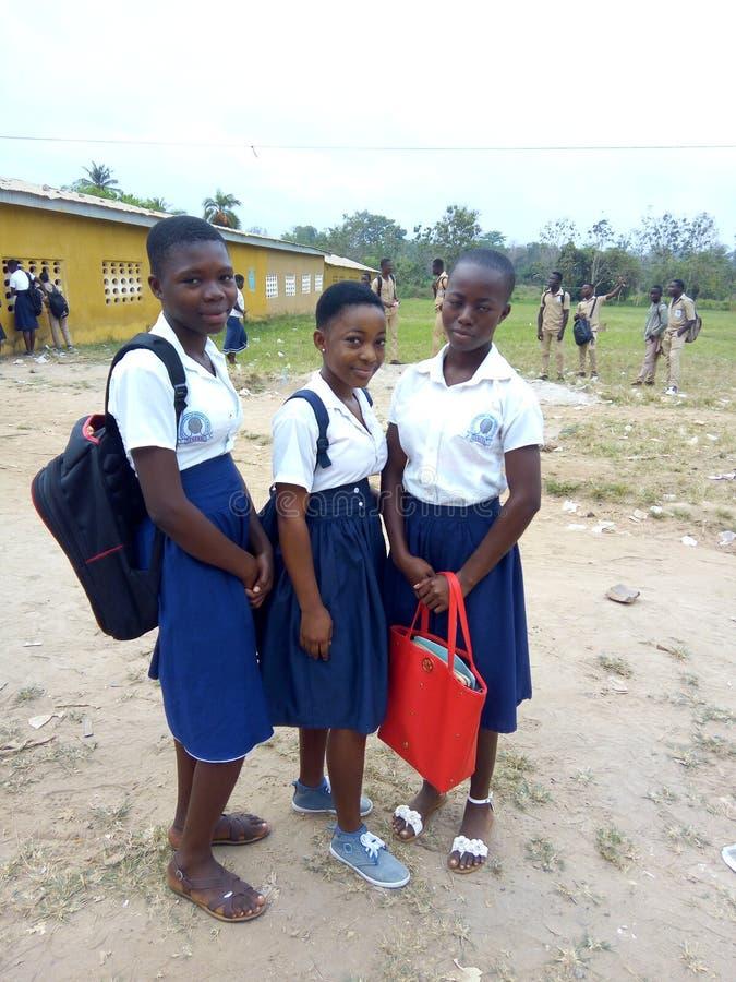 Schoolmeisjes in het westen - Afrikaans land royalty-vrije stock afbeeldingen